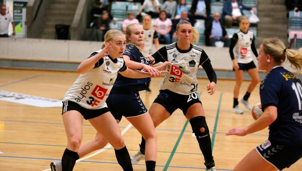 EH Aalborg spillere forsvarer